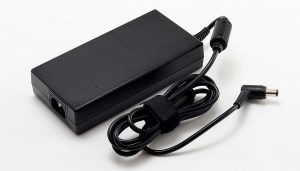 Notebook adapter 230 Watt voor 17M77